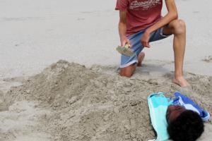 Jongens spelen met zand | © VLIZ, Leontien De Wulf
